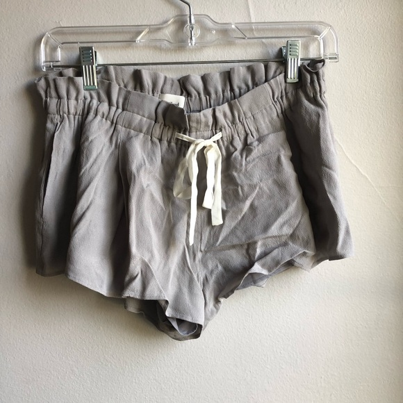 Aritzia Pants - NWOT Wilfred Shorts